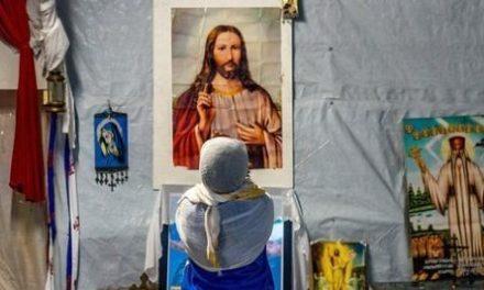 Au ales religia libertății și a iubirii: Sute de musulmani din Orientul Mijlociu, din zonele măcinate de conflicte, se convertesc la CREȘTINISM