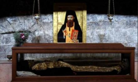 Sfântul Ioan Iacob Hozevitul († 1960) povesteşte despre nenorocirile pe care le-au săvârşit papistaşii: Sinodul de la Ferrera-Florenţa, căderea unorora – (vrednicele de plâns mănăstiri Lavra şi Xiropotamou, care au căzut atunci şi s-au abătut de la învăţăturile Sfinţilor Părinţi şi pedepsirea lor de către Dumnezeu şi multe altele)