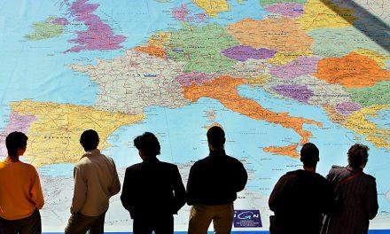 Sub masca amenințării teroriste, UE impune card-ul electronic și prelevarea amprentei