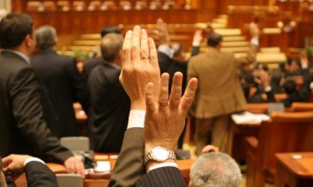 Deputații AU TRÃDAT încrederea a 3 milioane de români care au cerut revizuirea Constituției României