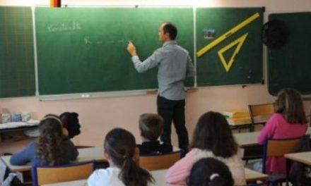 Nebunie totală! Un profesor din Franța a fost SUSPENDAT pentru că le-a citit elevilor pasaje din Biblie