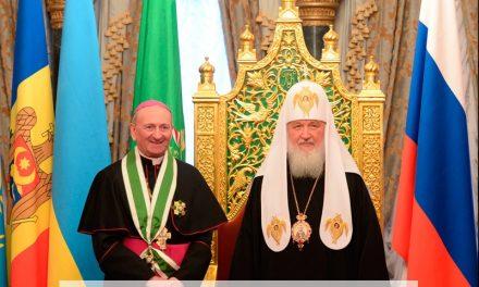 """Trădarea Ortodoxiei continuă: În Catedrala """"Hristos Mântuitorul"""" din Moscova au fost decoraţi ereticii Sursa: Trădarea Ortodoxiei continuă: În Catedrala """"Hristos Mântuitorul"""" din Moscova au fost decoraţi ereticii"""