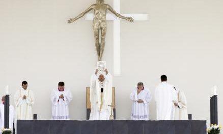 """""""Crucea"""" de la beatificarea înșelaților de la Fatima"""