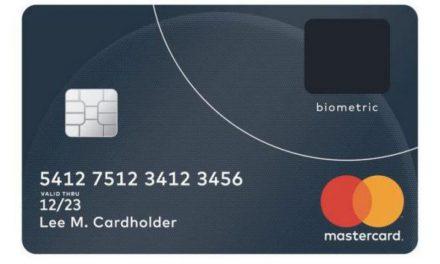 Un alt pas premergător implantării cipurilor: MasterCard vine cu un nou produs pe piață – cardul cu senzor de amprentă