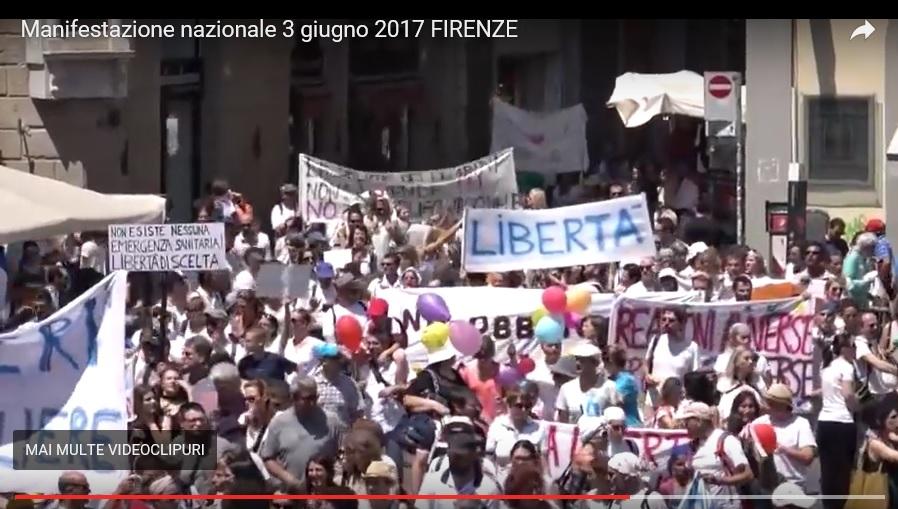 Interzis la tv românești: VIDEO – ITALIENII au ieșit ÎN STRADĂ pentru a PROTESTA împotriva LEGII VACCINĂRII OBLIGATORII (si lor le iau copiii). NOI CEFACEM?
