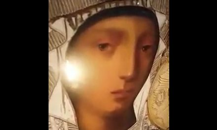 …PLÂNGE ICOANA MAICII DOMNULUI, PRODROMIŢA DIN SFÂNTUL MUNTE ATHOS…
