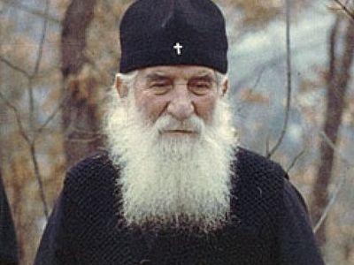 Viaţa Sf. Mare Teolog Justin Popovici: Toată viaţa şi-a petrecut-o în asceză cu lacrimi