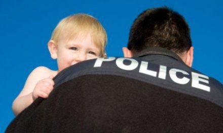 """Lege pentru CONFISCAT copiii în Canada. STATUL îți răpește COPILUL dacă nu îi respecți """"IDENTITATEA SEXUALĂ"""""""