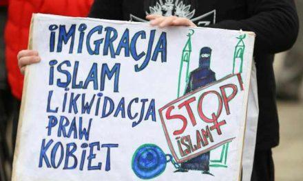 """Polonia pune picorul în prag: Noi """"avem dreptul moral deplin"""" de a refuza refugiaţi. Angela Merkel a fost criticată dur la nivel european"""