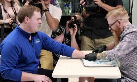 SUA ZOMBIZATĂ: Implanturile cu CIP vor avea în curând același grad de acceptare ca piercing-urile și tatuajele …