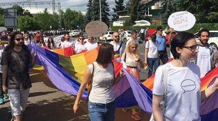 """Propagandă homosexuală pentru tinerii din România. Cum sunt ademeniți liceenii în comunitatea LGBT: """"Sunt încurajați participanții LGBT cu vârste de 15-25 de ani"""""""