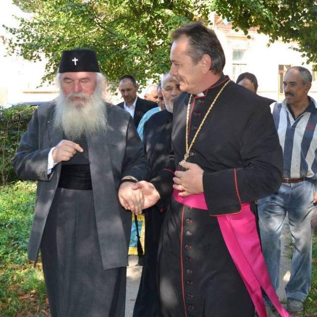 Se întîmplă în România. Mitropolit Ortodox în vizită la o Biserică Greco-papistașă
