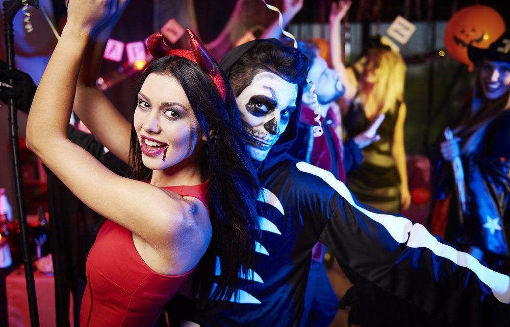 Ne ÎNDRĂCIM tot mai MULT. Petrecerile de Halloween, un fenomen care ia AMPLOARE în țara noastră