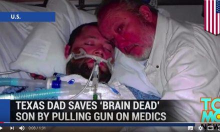 """Caz incredibil în SUA: Cu arma în mână, un tată și-a apărat fiul, aflat în """"moarte cerebrală"""", de medicii ce doreau să-l ucidă. În timpul intervenției SWAT însă, fiul și-a revenit. Decizia luată în privința tatălui și reacția fiului său"""