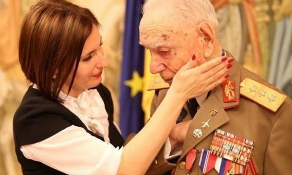 """A murit generalul Constantin Didulescu, unul dintre eroii români din al doilea război mondial: """"N-o să-l vedeți la stiri, deși a fost capabil de """"breaking news-uri"""" din tranșee. A luptat în tăcere și modestie, așa cum a făcut generația lor încercată"""""""