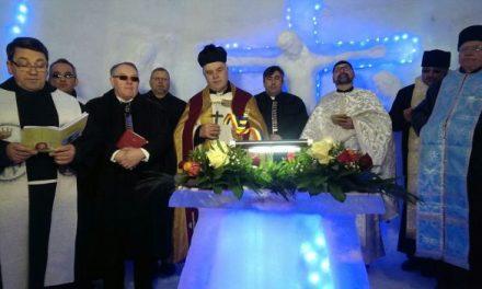 """Ecumenism la Bâlea Lac. Un sobor de 12 eretici au """"sfințit"""" biserica de gheață"""