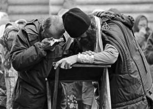 Sfântul Simeon Noul Teolog – La înfricoșătoarea judecată, pe fiecare Patriarh, pe fiecare Mitropolit, pe fiecare Episcop îl va judeca Dumnezeu împreună cu Apostolii și cu Sfinții Părinți, iar nouă, fiecăruia, ne va pune în față un egal al nostru care și-a sfințit viața trăind în aceleași condiții ca și noi și exemplul cu el ne va judeca! Despre necesitatea pocăinței și despre faptul că fără pocăință din adâncul sufletului, cum o cere Cuvântul de la noi, nu ne putem mântui. Să câștigăm plânsul!