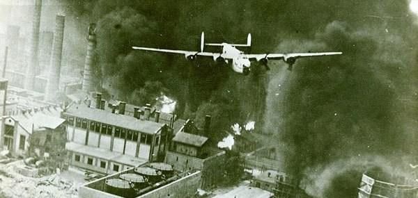 VIDEO 4 aprilie 1944 – ziua cea mai NEAGRĂ din istoria Capitalei: americanii au OMORÂT 2942 de bucureșteni. REVOLTĂTOR: românii le-au ridicat două monumente aviatorilor care au adus moartea în numele Unchiului Sam