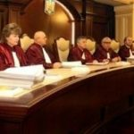 Curtea Constituțională a României NU recunoaște căsătoriile între persoanele de același sex. Miercuri, 18 iulie 2018, CCR a decis să respingă cererea cuplului Coman – Hamilton de a le fi recunoscut mariajul pe teritoriul României și să admită doar dreptul acestora la liberă circulație.