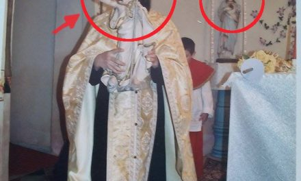 Preot ortodox săvarşind împreună cu catolicii slujba Învierii după ritualul catolic