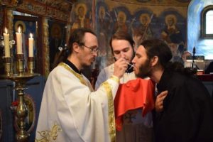 Cuvânt patristic: Este nevoie de o aleasă pregătire pentru primirea Sfintei Împărtășanii