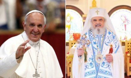 """În afara Ortodoxiei celei adevărate, întunericul crește cu repeziciune! Papa Francisc va veni în România și se va ruga împreună cu Patriarhul BOR în """"Catedrala Neamului"""". Cei ce vor participa la această rugăciune, așa cum Părintele Serafim Rose ne avertizează, riscă să piardă harul lui Dumnezeu! Să luăm aminte la pilda ucenicului Sfîntului Paisie cel Mare care a pierdut harul Sfântului Botez prin docilitatea, acceptarea și """"toleranța"""" unei afirmații hulitoare"""