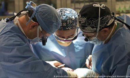 """Elveția: Un grup de medici cere interzicerea recoltării de organe de la persoanele declarate în """"moarte cerebrală"""""""