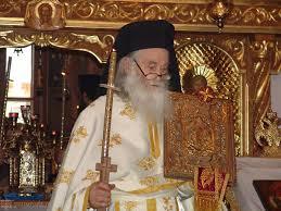 """""""Dacă preoţii nu au răspuns la apelul acesta, la strigătul disperat al turmei pentru ajutor, înseamnă că noi nu mai avem preoţie. Nu mai are cine propovădui cuvântul adevărului în faţa credincioşilor… E o situaţie foarte grea, pentru că am ajuns la cuvântul Scripturii: """"bate-voi păstorul şi se vor risipi oile"""". Să nu risipim turma! Cum să nu fie risipite oile când păstorii sunt bătuţi şi pironiţi de propria lor frică şi laşitate?"""" – Părintele Iustin Pârvu"""
