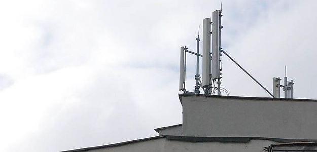 Guvernul vrea să permită amplasarea antenelor 5G PESTE TOT inclusiv pe spații verzi sau arii protejate. Se dorește amplasarea pe blocuri de locuințe, FĂRĂ acordul proprietarilor