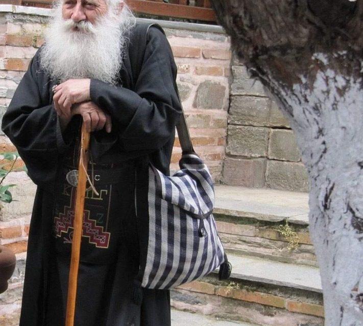 De ce se împuținează bunii povățuitori duhovnicești? Pentru că lumea nu îi merită, nu îi vrea, Îl disprețuiesc pe Hristos sălășluit în ei; lumea are un singur idol: EGO-ul