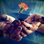Sfinţita pereche – Dragostea şi smerenia. Cea dintâi înalţă, cea de a doua, susţinându-i pe cei înălţaţi, nu-i lasă niciodată să cadă