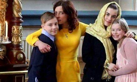 STIGĂTOR LA CER ! ! ! ! ! ! Iată cum își tratează noul guvern român (Orban) cetățenii din diaspora: Ambasada României a spus că nu o poate găzdui pe Camelia Smicală, care a cerut repatrierea în țară. Drept represalii, Finlanda a amenințat-o că nu-și va mai vedea copiii vreodată