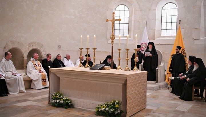 Nu au întrerupt pomenirea ereticului? Acum patriarhul Bartolomeu îi va da pe athoniții ecumeniști pe mâna ereticilor papistași!
