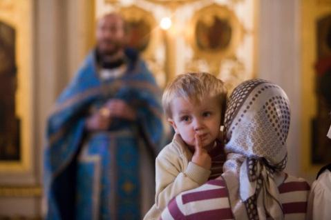 Contactul cu ateii este periculos și chiar mortal pentru copii. Ușile familiei creștine trebuie să rămână închise pentru oamenii care împărtășesc ideile filosofiei atee. La fel și pentru creștinii care prin faptele lor îl răstignesc pe Hristos. Întreținerea relațiilor cu cei apropiați nouă după trup, însă care refuză să-l primească pe Dumnezeu poate fi doar împlinirea poruncii iubirii și a milei. În acest caz nu îi vom apropia prea mult de noi, iar relația cu ei va fi doar una de strictă necesitate