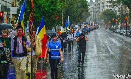 """Protest pentru apărarea limbii române. Asociația """"Calea Neamului"""" cere președintelui Iohannis să respingă OUG-ul pe Codul Administrativ, prin care limba maghiară devine a doua limbă oficială în stat"""