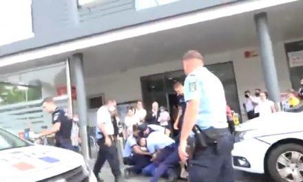 """Polițiști """"ortodocși"""" slujind dictatura antihristă. Popor român, dormi laș și sinucigaș în continuare!… Nici gândești cât de repede îți va veni și ție rândul!…"""