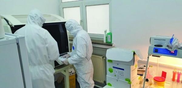 Testele PCR, imprecise. Oameni sănătoși, băgați cu forța în spitale