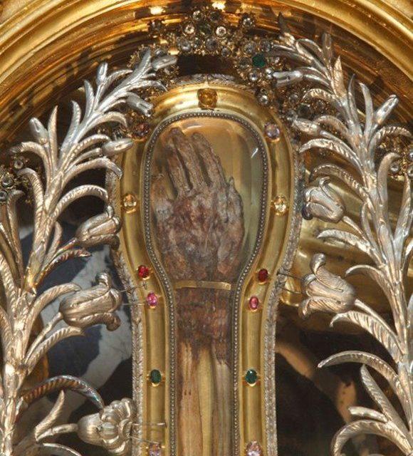Mâna Sfintei Maria Magdalena este caldă și vie