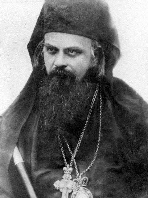 """""""De ce există atâta deznădejde şi atâția oameni disperați în epoca noastră? Datorită golirii minții şi a pustietății inimii."""" – Sf. Nicolae Velimirovici"""