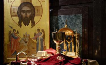 """Să căutați să fiți pomeniți la Sfintele Liturghii! """"Mântuiţi-vă! Mântuiţi-vă! Mântuiţi-vă!"""" – Părintele Arsenie Papacioc"""