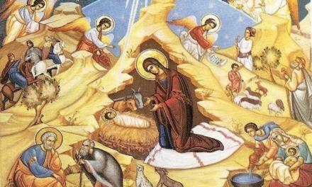 Astăzi S-a născut Hristos, Mesia – chip luminos, lăudați, și cântați, și vă bucurați ! Trăim în această zi sfântă, fapta cea mai adâncă a lumii; ascuns în pruncul Iisus, Dumnezeu se face om, ca pe oameni să-i îndumnezeiască.
