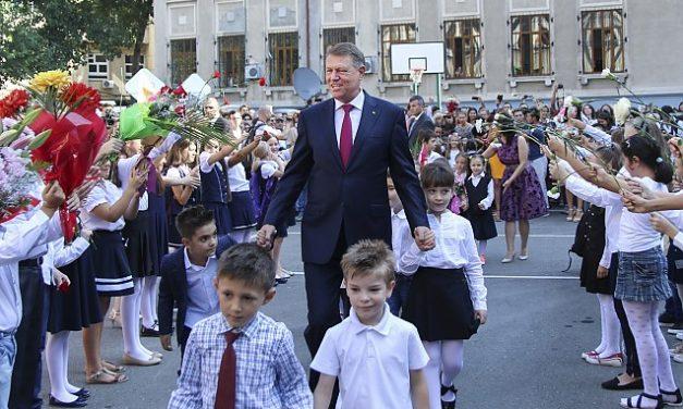 Războiul d-lui Iohannis împotriva părinților din România. EDUCAȚIA SEXUALĂ. Părinții și creștinii României, dacă mai au un dram de conștiință, trebuie să se opună FERM vicleanului antihrist cu rânjet diabolic din fruntea României !