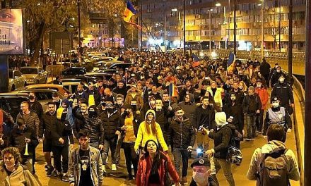 Miercuri s-a ieșit în 44 de orașe! În ciuda sancțiunilor, românii continuă să iasă la proteste pentru drepturile și libertățile garantate de Constituție