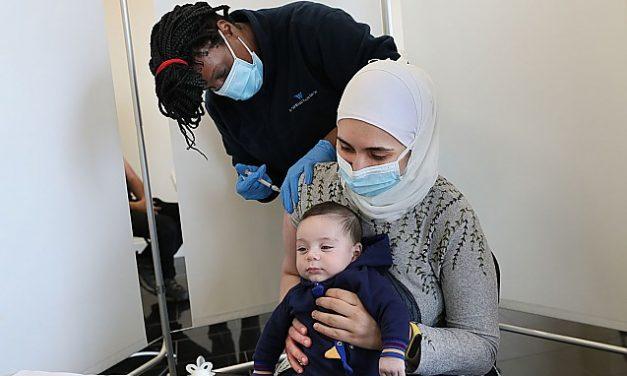 """Avertisment teribil: """"Vaccinații îi pot îmbolnăvi pe cei nevaccinați… Părinții și profesorii vaccinați pot îmbolnăvi copiii!"""""""