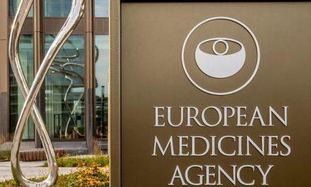 Agenția Europeană a Medicamentelor (EMA) NU mai recomandă a doua doză de vaccin AstraZeneca persoanelor care dezvoltă cheaguri de sânge după prima doză – presupunând că supraviețuiesc…